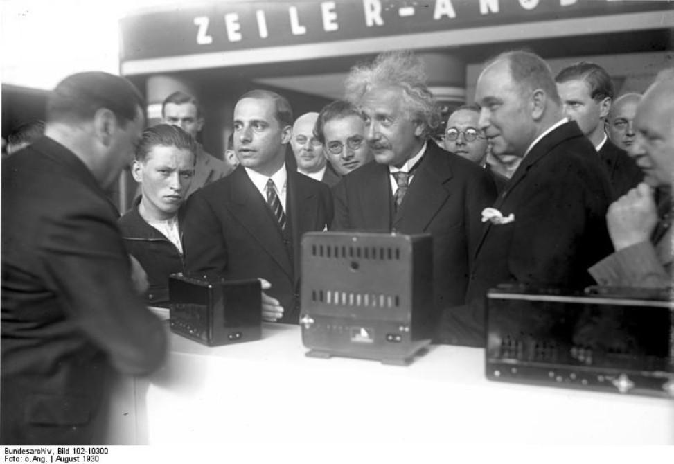 Heimkino Bilderserie: Rückblick auf historische IFA-Momente - (1) Albert Einstein im Jahr 1930  - News, Bild 1