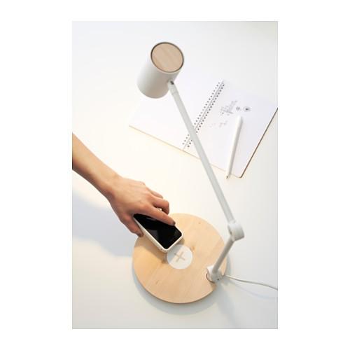 ikea ab heute mit cleveren m beln tische und leuchten laden smartphones ohne kabel. Black Bedroom Furniture Sets. Home Design Ideas