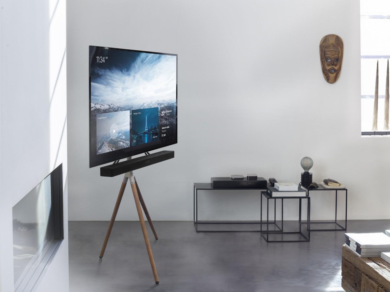 TV Holz, Echtleder und Chrom: Neue TV-Standhalterung von One for All - News, Bild 1