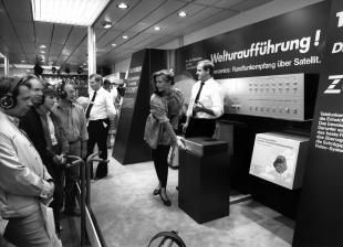 heimkino-die-ifa-historisch-9-deutschland-entdeckt-1983-das-satelliten-fernsehen-satte-16-sender-9573.jpg