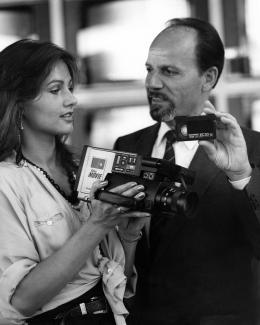 heimkino-die-ifa-in-bildern-5-der-erste-vhs-video-kamerarekorder-erblickt-1983-das-licht-der-welt-9555.jpg