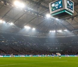 hisense-tv-hisense-baut-groessten-videowuerfel-europas-fuer-fussball-arena-von-schalke-04-11109.png