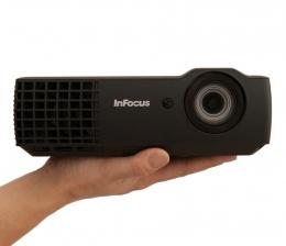 infocus-heimkino-extrem-klein-und-hell-mobile-projektoren-in1116-und-in1118hd-von-infocus-10945.jpg