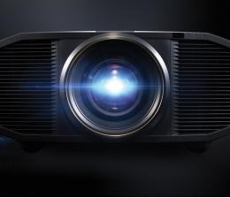 jvc-heimkino-jvc-projektor-dla-z1-kommt-in-den-handel-4k-high-resolution-objektiv-mit-18-glaslinsen-12107.jpg