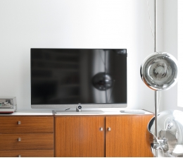 loewe-tv-loewe-bild-3-uhd-fernseher-fuer-design-aestheten-optional-mit-51-audio-mehrkanaldecoder-12028.jpg