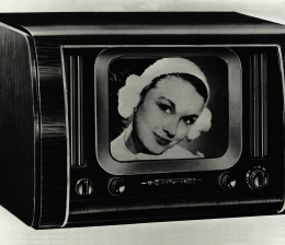 tv-65-jahre-regelmaessiges-fernsehen-in-deutschland-fernsehspiel-als-erste-sendung-13628.jpg