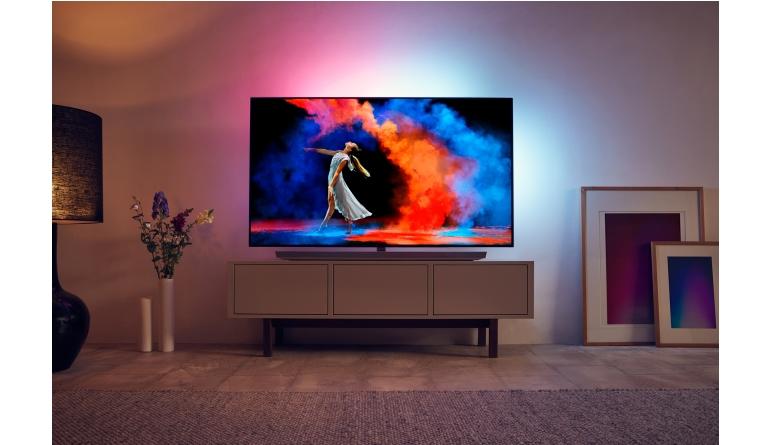 TV Philips mit neuen OLED-Fernsehern - 900 Nits und Soundbar im Fuß - News, Bild 1