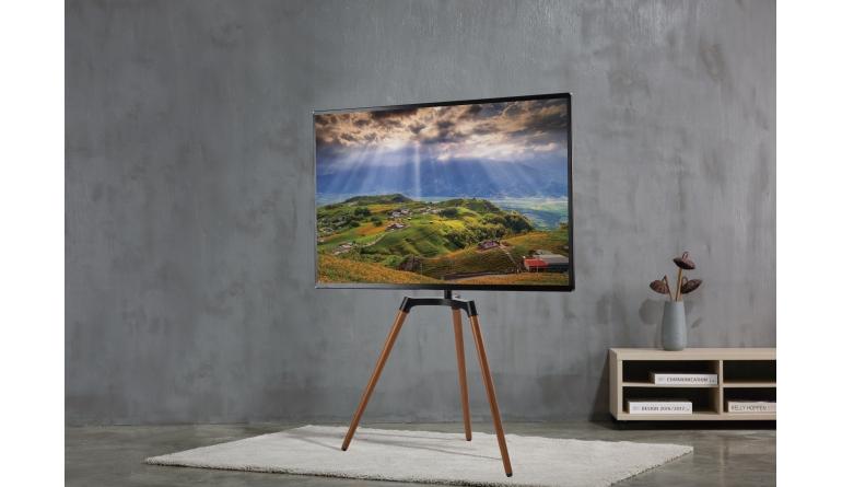 TV reflecta präsentiert schwenkbaren TV-Stand Elegant 65W mit drei Holzbeinen   - News, Bild 1