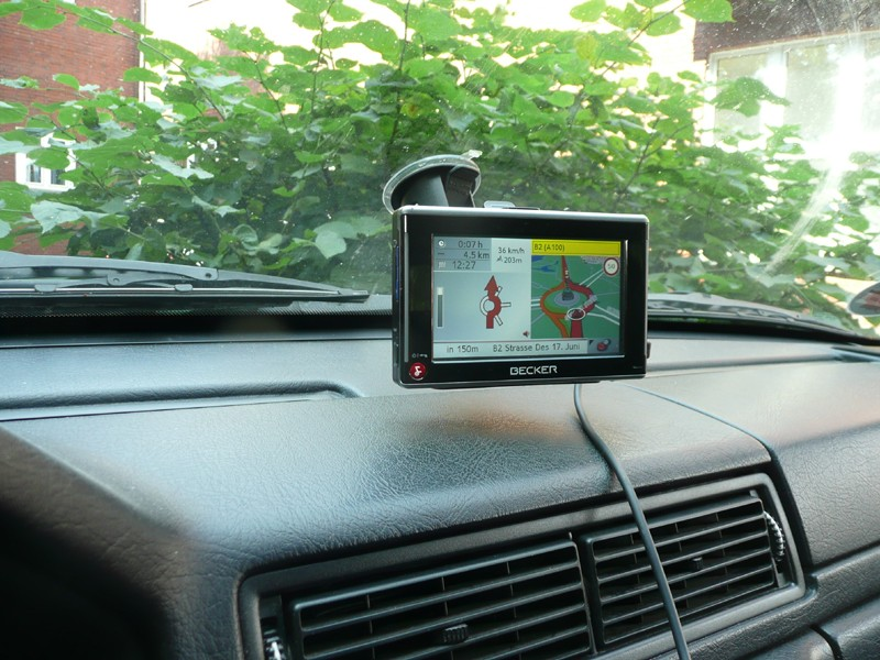 Portable Navigationssysteme Becker Traffic Assist Z200 im Test, Bild 1