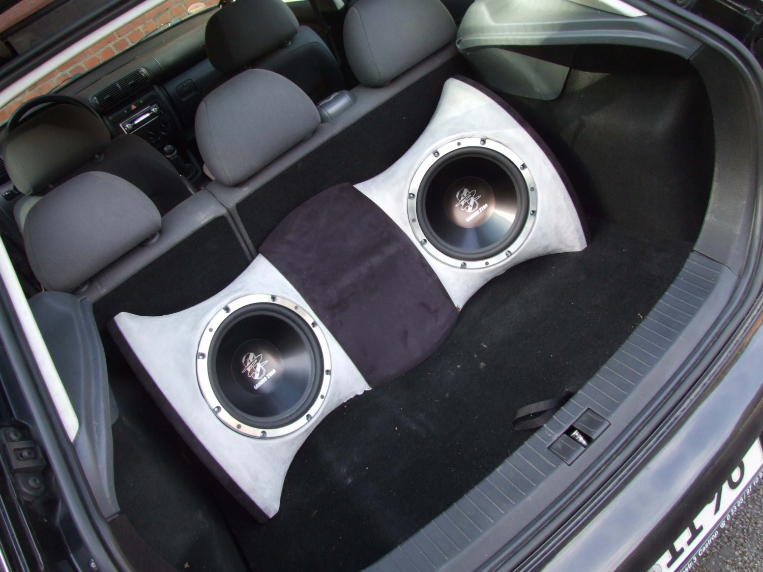 Car-Hifi Subwoofer Chassis Ground Zero GZUW250SQ im Test, Bild 1