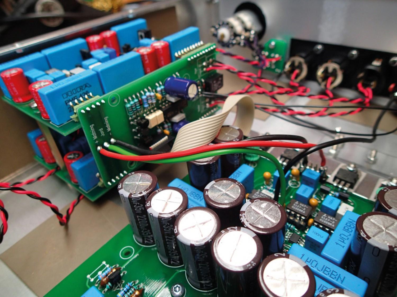 Kopfhörerverstärker Harmony Design Ear 909 ltd. im Test, Bild 2