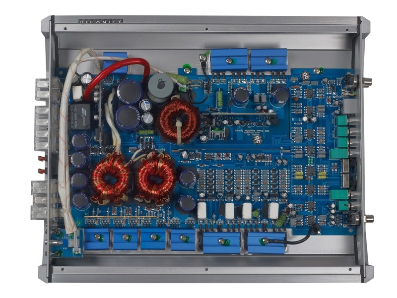 Car HiFi Endstufe Multikanal Hifonics Atlas Axi 3003 im Test, Bild 2