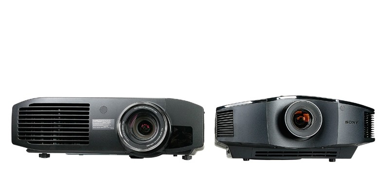 Beamer: Shoot-out: Full-HD-SXRD-3D-Projektor Sony VPL-HW30 vs. Full-HD-LCD-3D-Projektor Panasonic PT-AT5000E, Bild 1