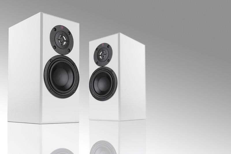 test lautsprecher stereo totem acoustic dreamcatcher. Black Bedroom Furniture Sets. Home Design Ideas