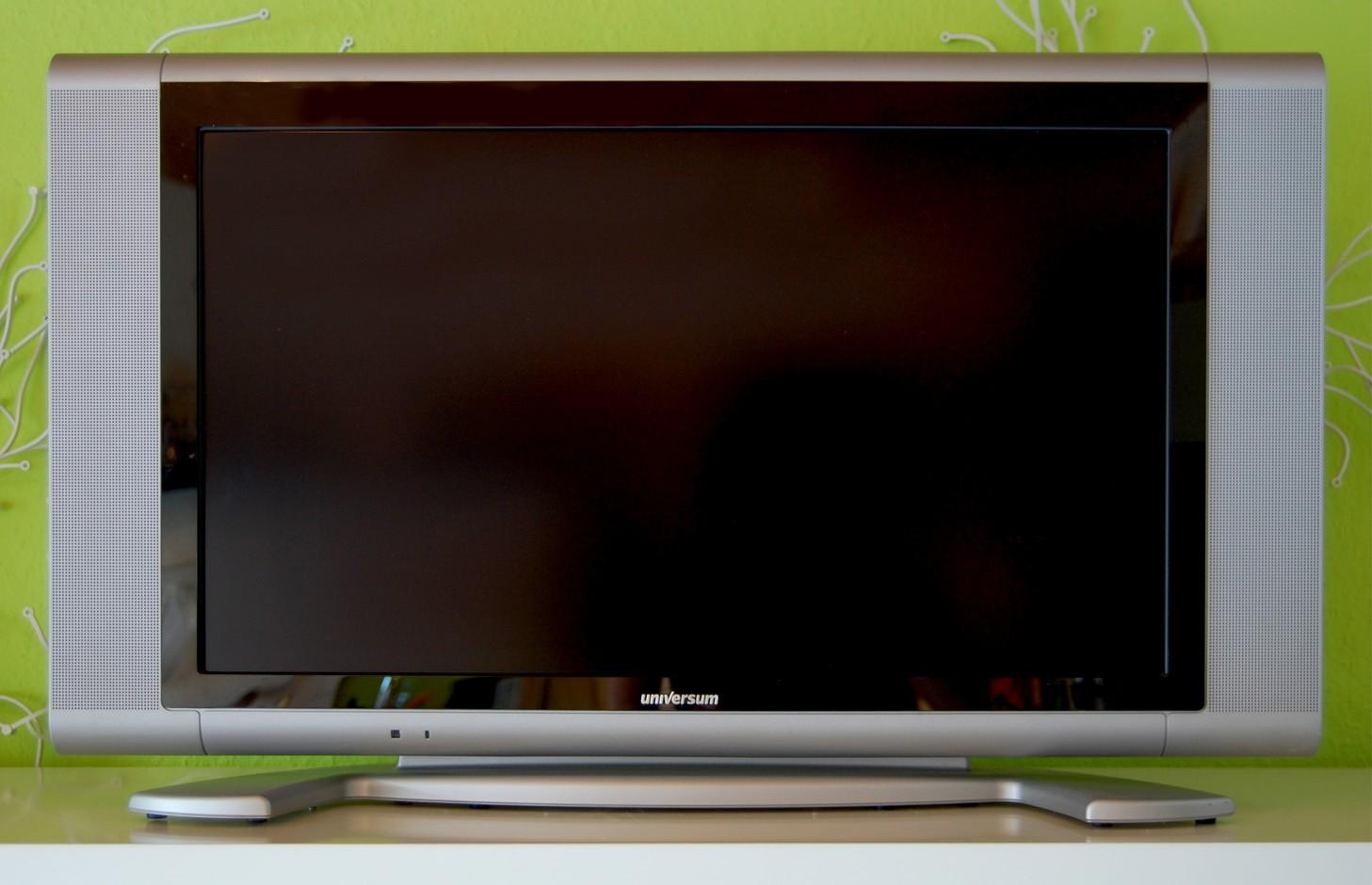 test fernseher universum ft lcd 8146 gut. Black Bedroom Furniture Sets. Home Design Ideas