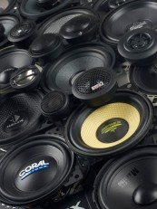 Car-HiFi-Lautsprecher 10cm: 10er-Systeme für Einsteiger und Aufsteiger im Test, Bild 1
