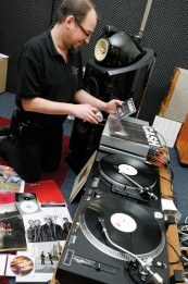Plattenspieler: Vinyl vs. CD, Bild 1
