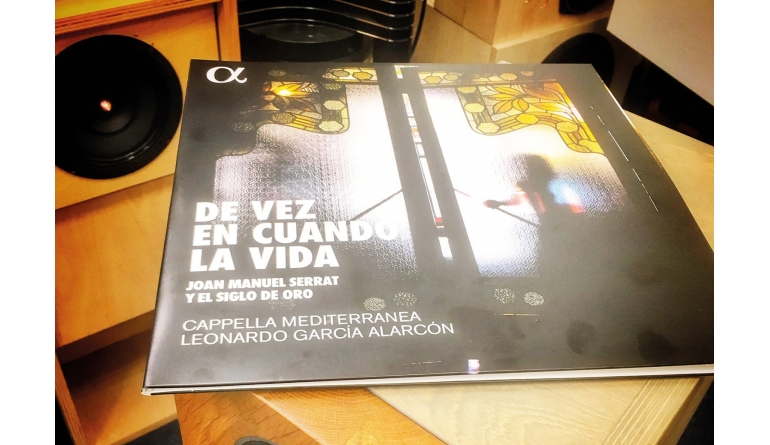 Schallplatte De Vez En Cuando La Vida - Komponist: Joan Manuel Serrat und andere, Interpreten: Capella Mediterranea, Dirigent: Leonardo Garcia Alarcon (Alpha Classics) im Test, Bild 1