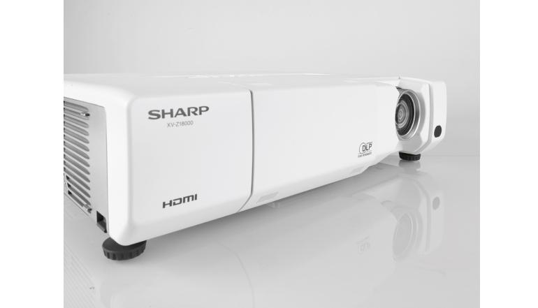 Beamer Sharp XV-Z18000 im Test, Bild 1