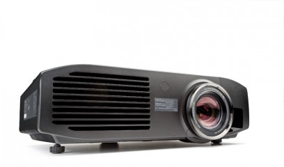 Beamer Panasonic PT-AT6000E im Test, Bild 1